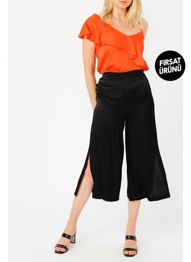 Random Yırtmaç Detaylı Bol Pantolon Siyah